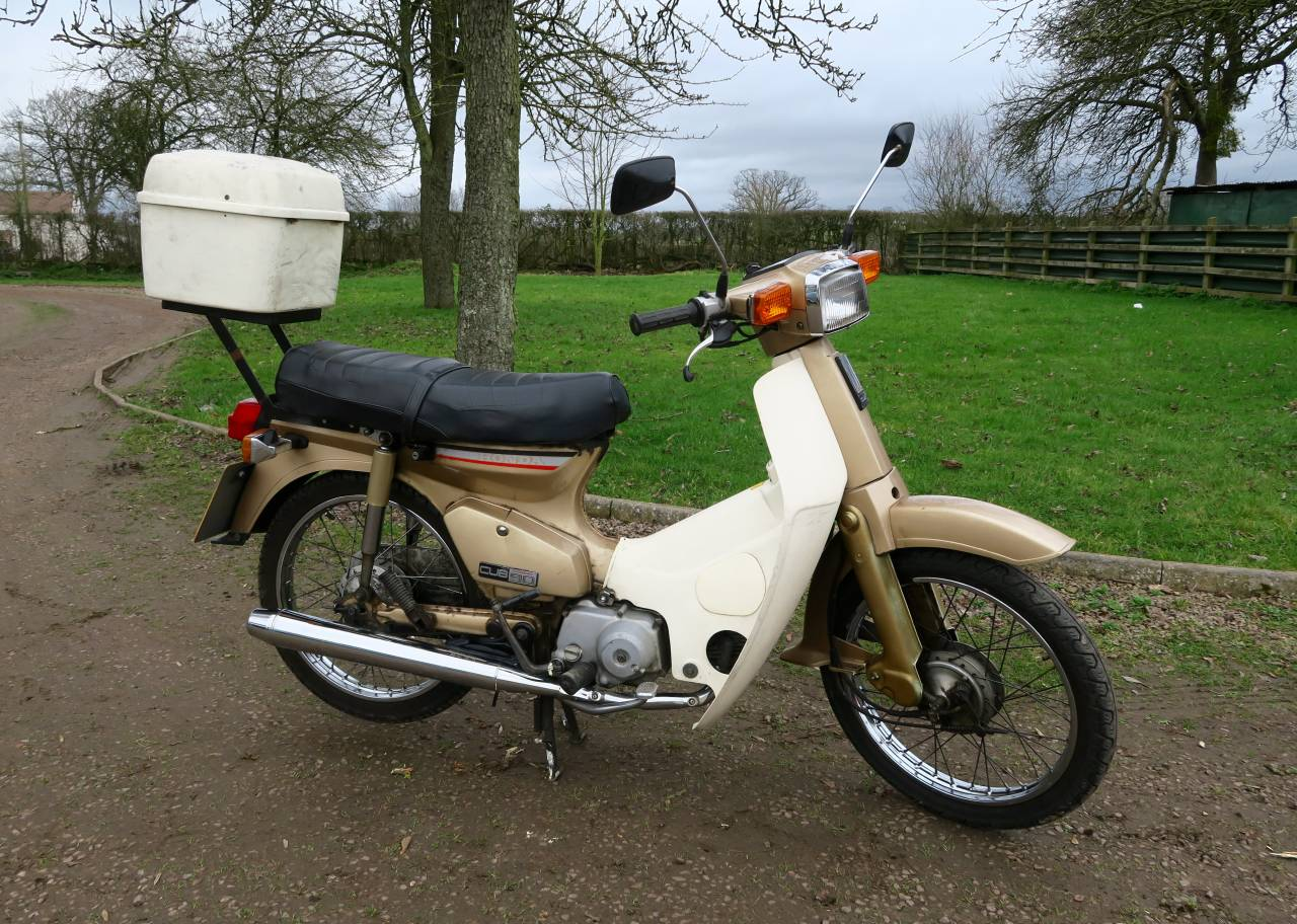 1986 honda c90 we sell classic bikes. Black Bedroom Furniture Sets. Home Design Ideas